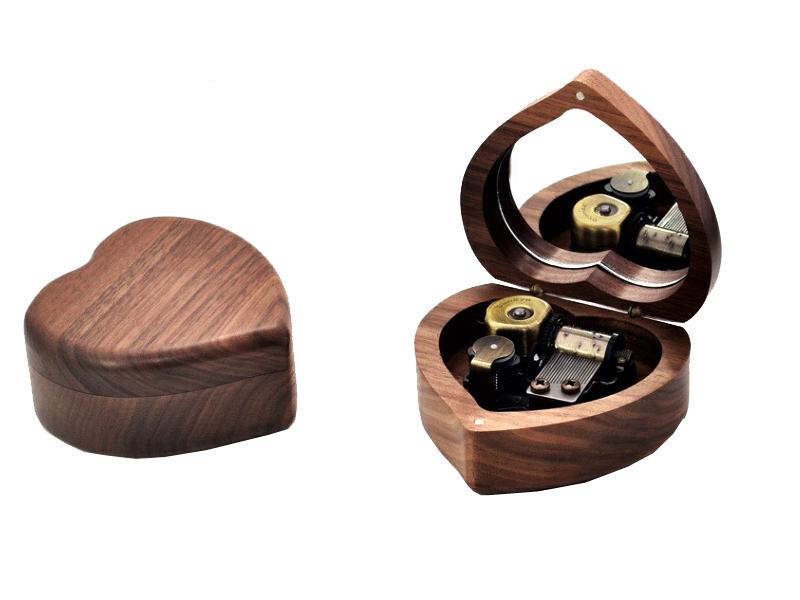 Walnut Heart shaped Sankyo mainspring 18 note music box